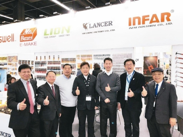 several celebrities from Taiwan, including H.C. Yu (second from left), chairman of THTMA, came to jointly gave support to the Taiwan exhibitors (photo provided by THTMA).