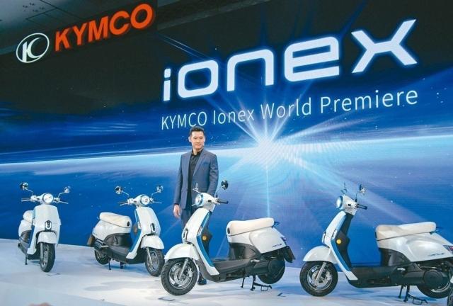 對於公版電池爭議,光陽希望ionex能給消費者不同的選擇,圖為光陽機車董事長柯勝峯。 記者林鼎智/攝影
