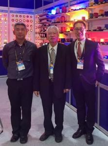 董事長江文鏘(中)表示_該公司英文名「Valens」在專業買主心中,已是性能優異且品質值得信賴的LED車用輔助燈的代表。(攝影/羅淑華)
