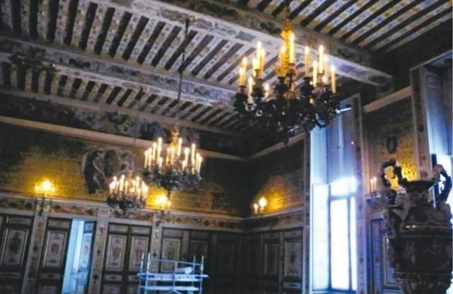法國楓丹白露宮的蠟燭燈。 圖/盛億提供