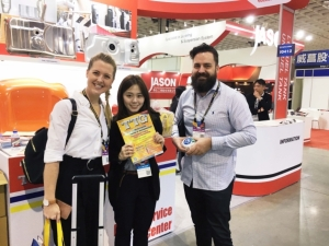 TTG Auto Part Guide by CENS and Economic Daily News Extremely Popular Among Buyers. (photographed by Jane Chou)