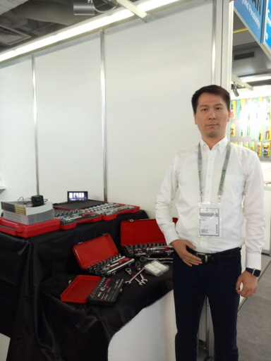 Infar General Manager Chen Tai-Tso said this year they are focusing on offering general tools that can also be applied to DIY vehicle repairing. (photo courtesy of Lisa Kuo)