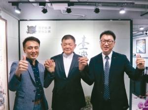 台灣電能發展公司執行長張家獻(右起)、董事長丁重誠博士、雲豹能源創辦人張建偉合影。 翁永全/攝影