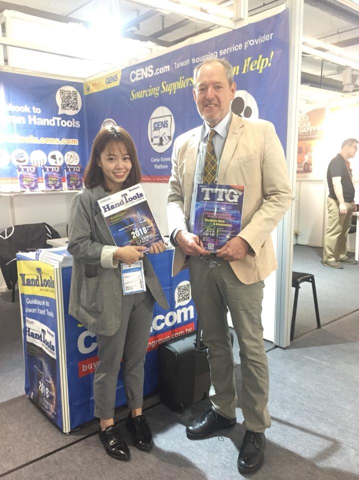 Mark Huggett GmbH總經理Mr. Huggett(右),是TTG超過12年的忠實讀者。(郭芳伶/攝影)