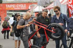 去(2017)年第一屆試騎體驗日活動吸引眾多買主到場,今年10月30日將在華中露營場同場地舉辦。 外貿協會/提供