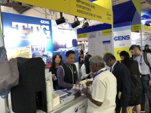 The Economic Daily News (CENS.com) booth at APPEX has attracted crowds of buyers searching for information on Taiwan's exhibitors. (photo courtesy of TTG)