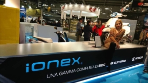 光陽的電動車發展計畫以充換電並行的 Ionex 車能網為核心。黃淑惠攝