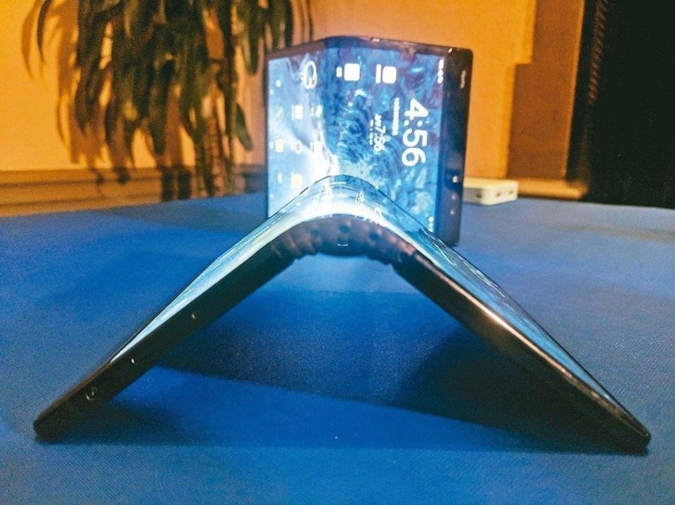 三星摺疊智慧手機原型機 美聯社