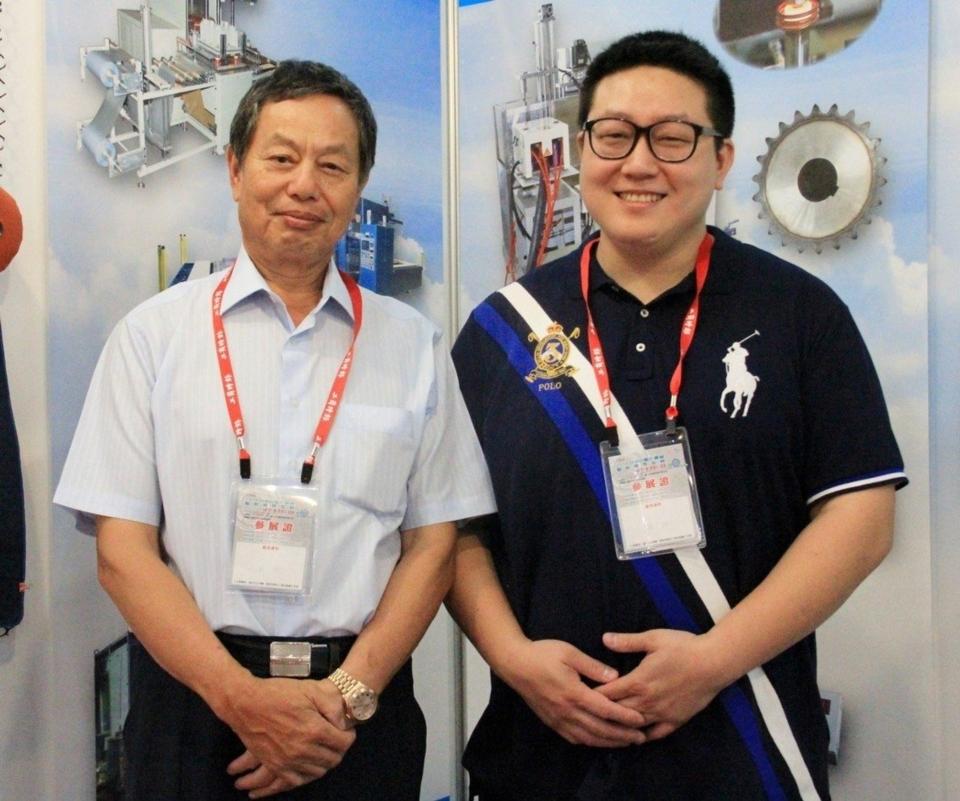 緻鎰企業董事長林丙丁(左)及其負責產品推廣重任的公子林家緯。 戴辰/攝影