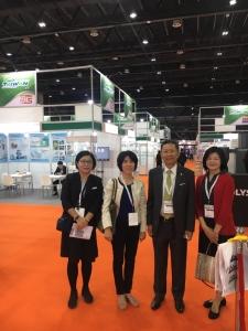 台灣貿易中心經理廖光蕾(左1)、外交部杜拜辦事處處長楊司恭(左3)及機器公會專員黃巧雲(左4)展會合影(攝影/劉秀娟)