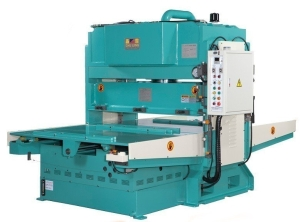 矗霖機械研發的精密油壓雙邊自動送料截斷機。 矗霖機械/提供
