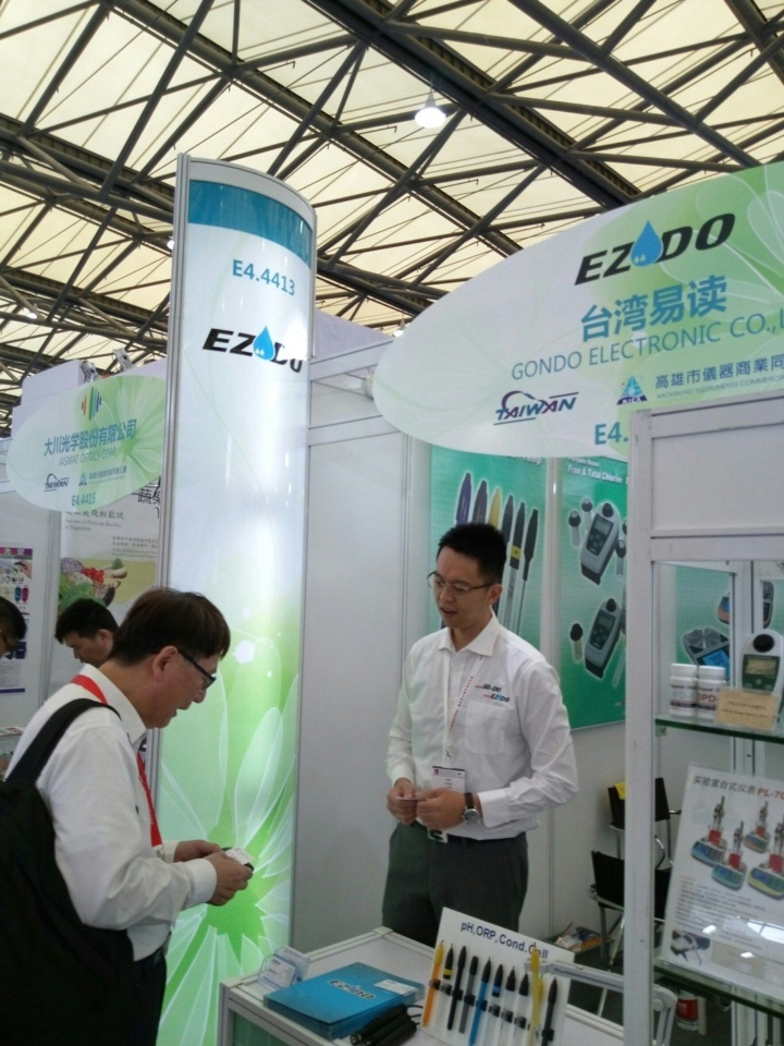 高雄市儀器公會獲得經濟部國貿局海外參展業務補助,組團至越南、北京參展。高極/提供