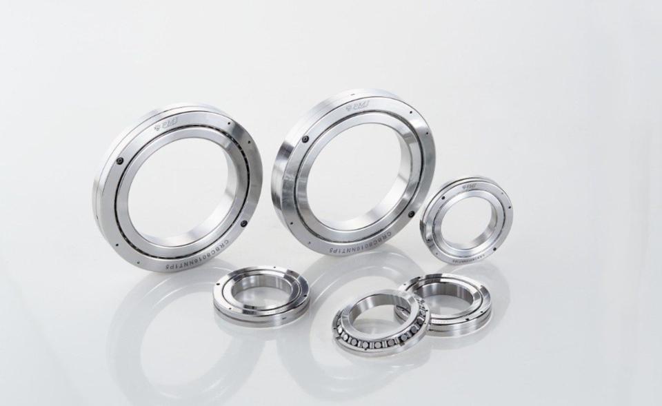 銀泰科技交叉滾柱軸承可承受軸向、徑向、力矩等所有方向負荷,變形量低,且可延長使用壽命。 銀泰科技/提供