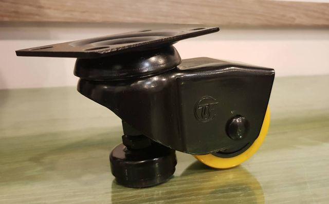 輕型附調整腳的「孔雀-2系列」。 李福忠/攝影