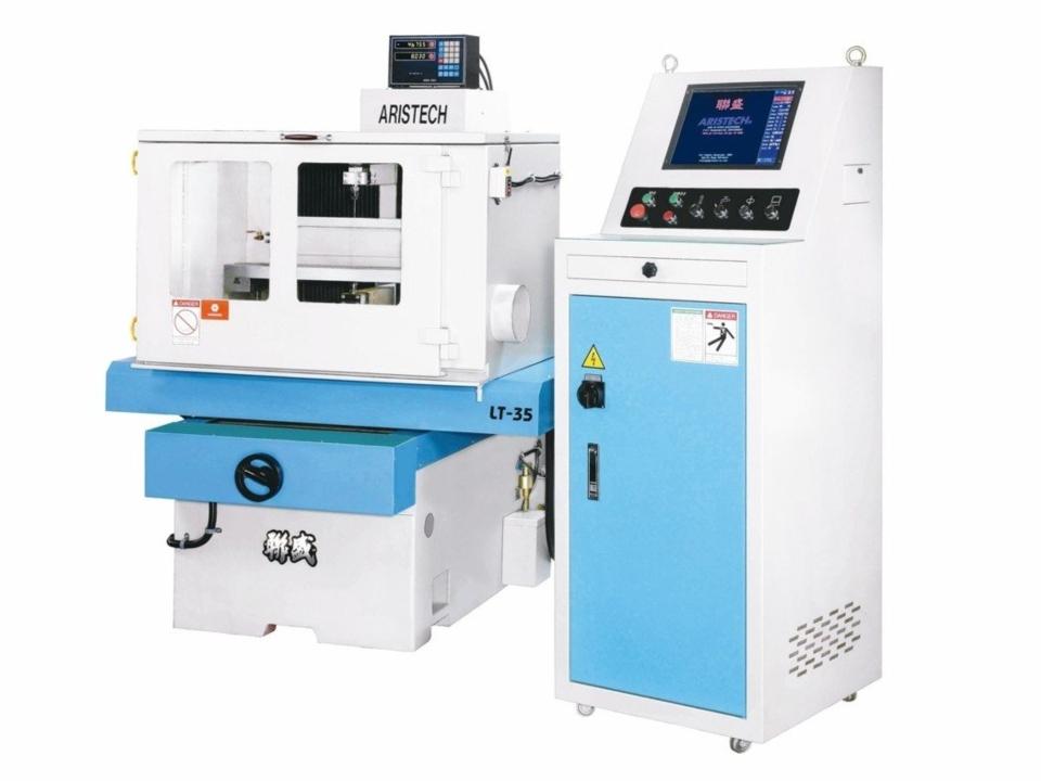 聯盛機電開發新一代LT-35非金屬線切割機。 聯盛機電/提供