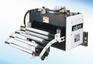 紀福公司研發的NC滾輪送料機,操作簡便的設計方式,不需熟練工也很容易上手。 紀福公司/提供