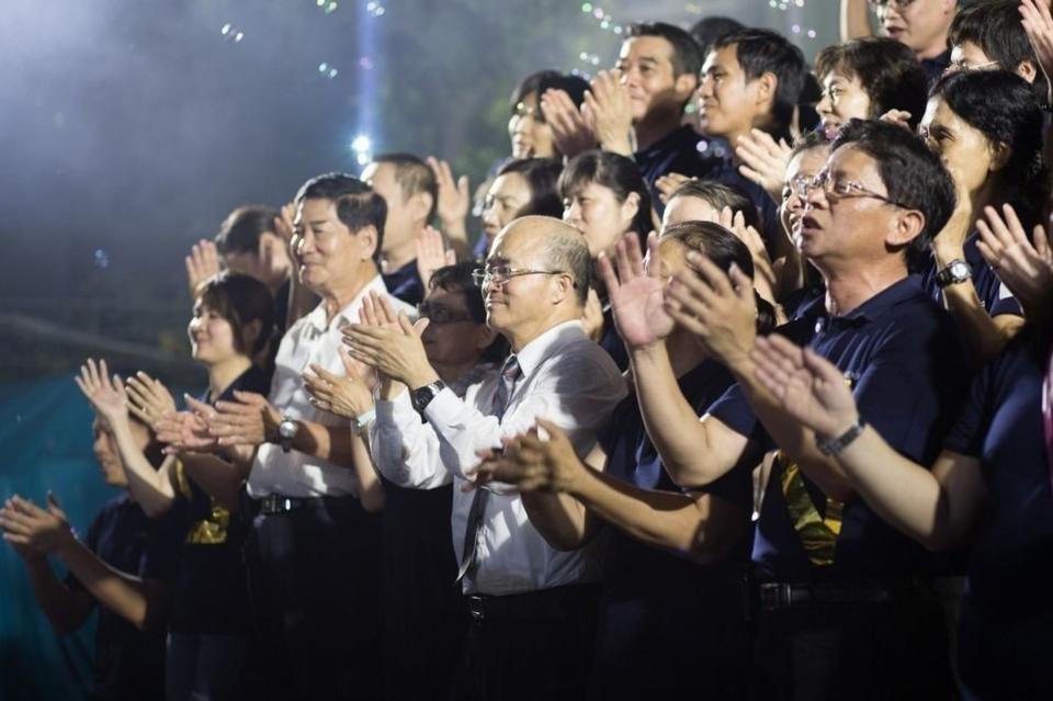 久恩董事長楊錫儒與其公司團隊。 久恩/提供