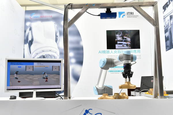 「AI機器人夾取技術」透過自主學習,可讓機器手臂在短短12小時學會夾取不同形狀與位置物體的方法