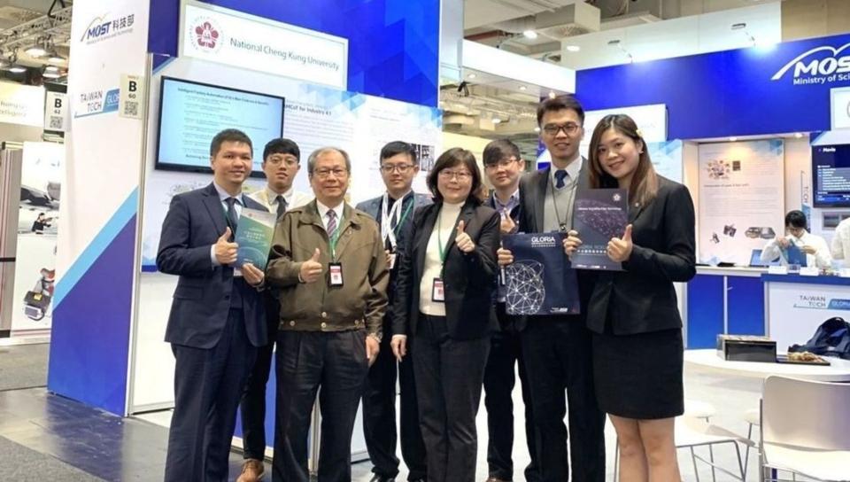 成大產學聯盟偕同成大技術團隊參展,將成大研究成果以及產業應用技術推向國際。 成大/提供