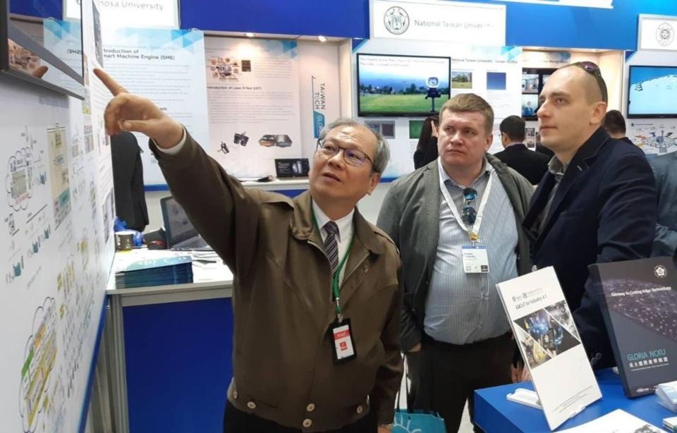 成大智慧製造研究中心主任鄭芳田教授,現場也講解所提出的「工業4.1」方案優點。 成大/提供