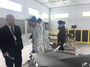 Coating demonstration area, visitors inquiring on site(photo provided by TAIPEI AMPA)