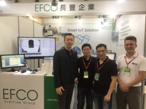 長豐總經理林文彥(左一)、大中華區資深業務專員翁德豊(左二)以及銷售團隊,一連四天解決高雄業者即時智能偵測、產品運行數據與自動化的結合,最終達到預測分析功能。 戴佑真/攝影