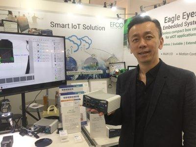 長豐總經理林文彥手持Eagle Eyes嵌入式單機設備,能支援最新Intel第六代及第七代Core™ S/U系列i3/i5/i7處理器和Intel® Xeon®E3系列,並可搭配多達12個PoE+攝影機,解決不同製程操作上的需求。 戴佑真/攝影