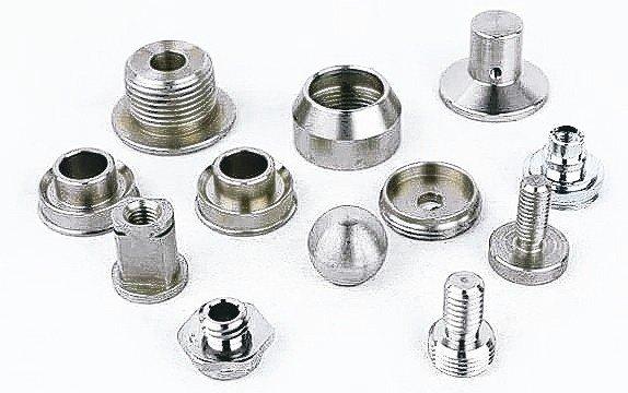勝安工業專業CNC走心式/走刀式車銑複合精密五金零件加工。 勝安工業/提供