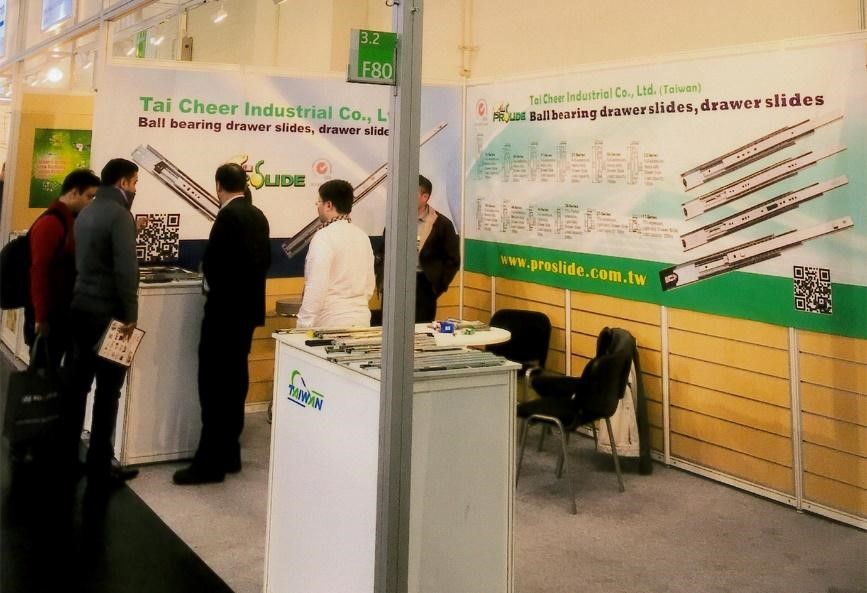 Tai Cheer showcases at an overseas profes- sional expo, appealing to many buyers with their multi-functional ball bearing drawer Slides. (photo provided by Tai Cheer)
