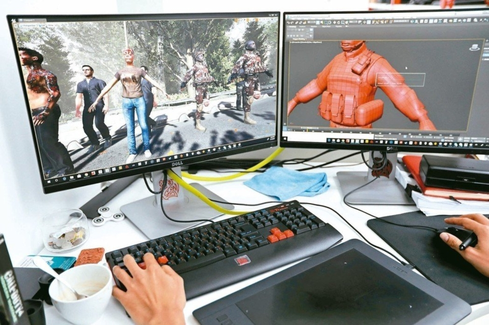 新穎的顯示器科技即將使工作場域改觀,許多人放在辦公桌上積灰的單一電腦螢幕已經過時了,具擴增實境(AR)和虛擬實境(VR)功能且支援多工處理的多螢幕系統將成為趨勢! 圖/路透、美聯社