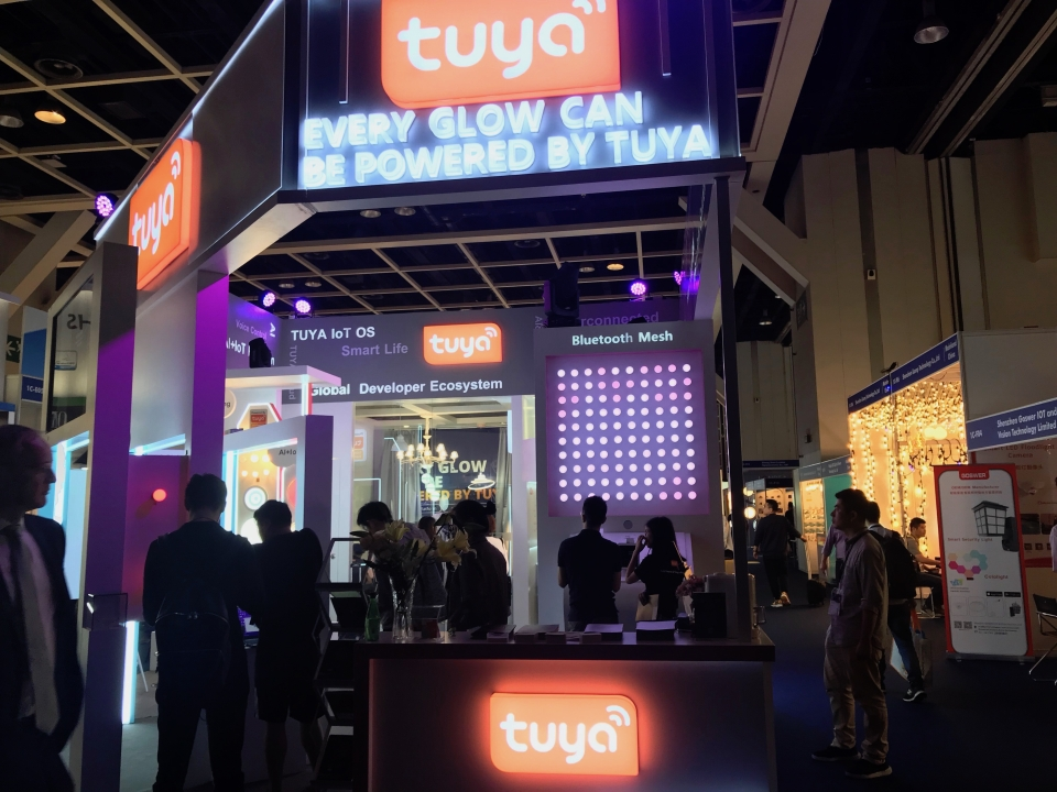 Hong Kong Lighting Fair(Spring Eidition) Exhibitor TUYA showcases the latest application of Bluetooth mesh.