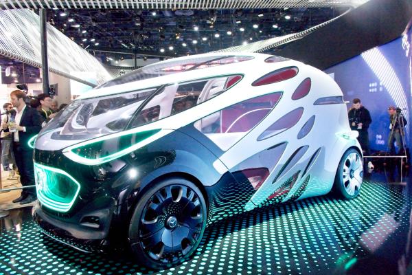 2019 CES中,賓士展出可隨需求變形的「共享底盤自駕電動車」,透過汽車共乘來解決都會交通問題。