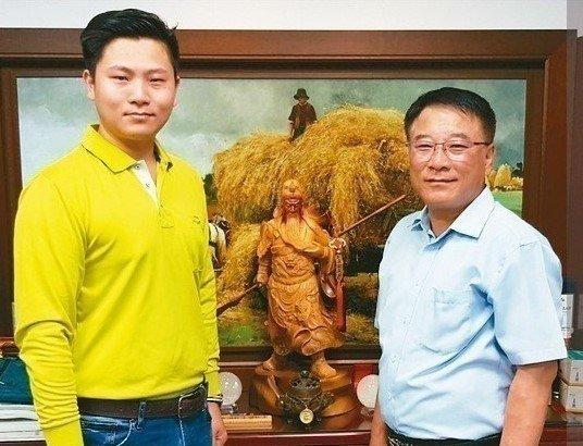 金爪機械總經理陳鎮平(右)與協理陳柏均合影。 魯修斌/攝影