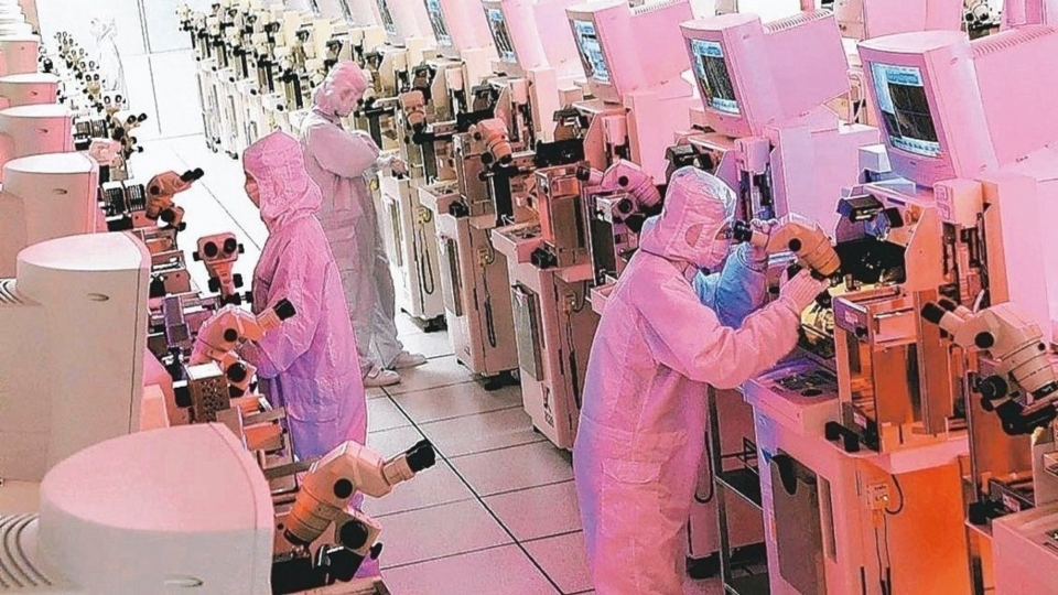 台灣因台積電持續衝刺7奈米產能和5奈米製程研發和興建新產能,首季半導體製造設備出貨仍逆勢成長。 報系資料照