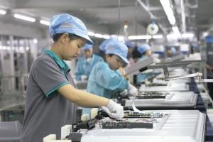 經濟部表示,某電子廠則為因應美中貿易戰衝擊、市場趨勢及客戶要求,也規畫擴大在台產能,於南部加碼投資超過新台幣356億元。示意圖/新華社