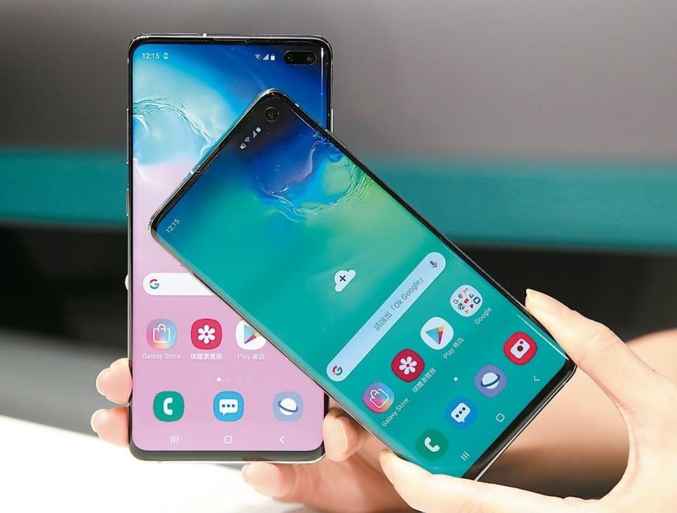 三星趁華為體虛時,新旗艦機Note 10、首季上市的S10、及平價機A系列均擴大對台系供應鏈拉貨,期盼一舉擴大智慧手機市占率。圖為三星S10系列手機。 (本報系資料庫)