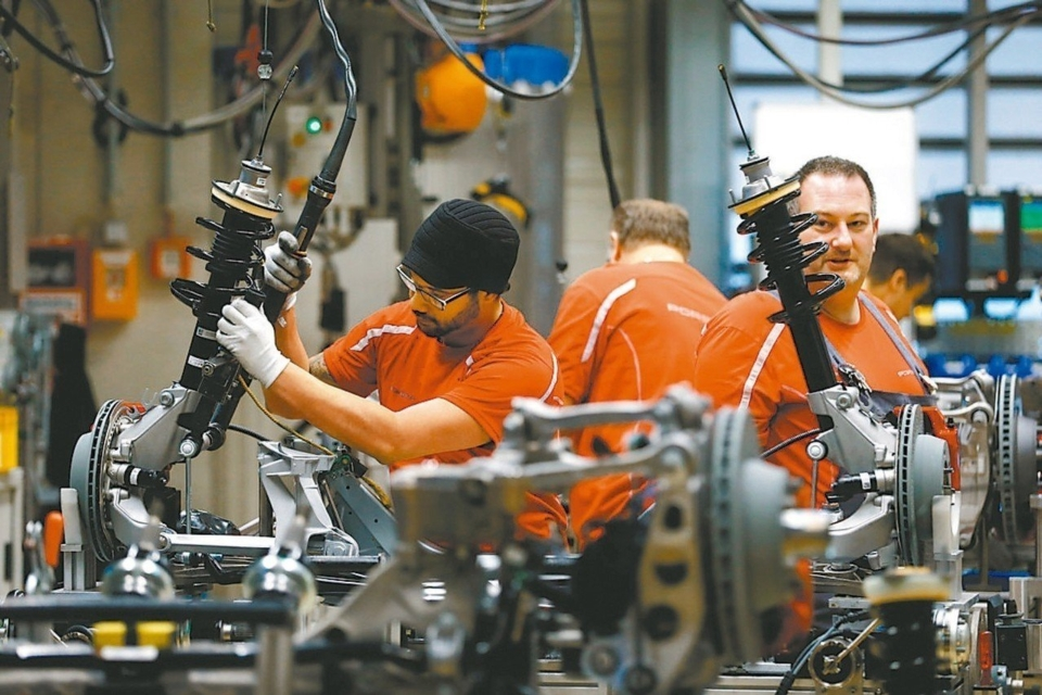 Sluggish Global Manufacturing Industry Puts Pressure on Interest Rate Cuts</h1>