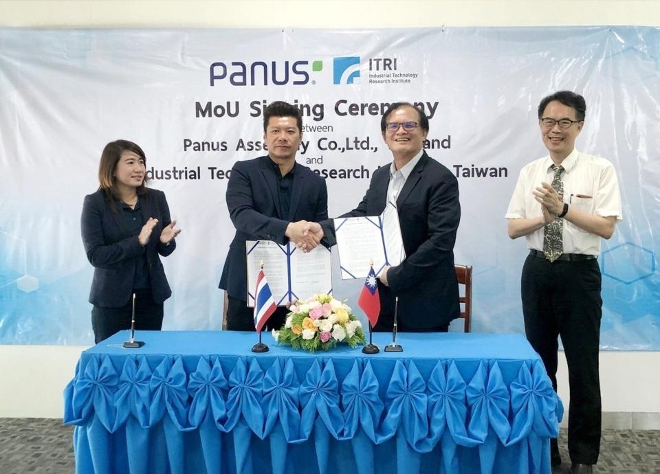 工研院與泰國物流運輸公司Panus簽署合作備忘錄,雙方將攜手開發電動卡車,藉以帶動台灣零組件廠商打入國際市場。圖/工研院提供