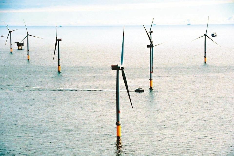 經濟部積極落實「5+2」產業創新,智慧機械產值連續二年破兆,包含協助海洋示範案完成首座離岸風電機組,落實產業化推動等。 本報系資料庫