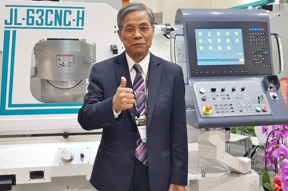 準力機械董事長林馨堂表示,為達成究極精度要求,該公司力行八大產品力,致力滿足客戶嚴苛要求。 戴辰/攝影