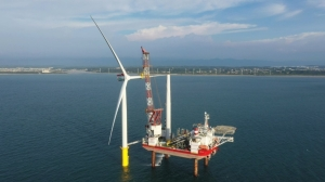 Cens.com News Picture 海洋風電拚年底完工供電 第二階段首支風機成功安裝