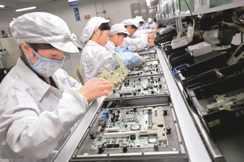 隨著台商回台投資,預期電腦電子產品及光學製品業、電力設備及配備業、機械設備業未來生產、出口到美國金額等,將持續成長。 本報系資料庫