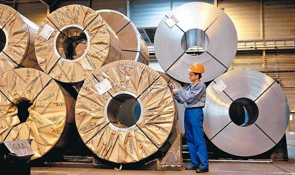 為抵抗大陸不銹鋼產業壓境,台灣官方有意整合業者前進印尼設廠,未來發展值得注意。 本報系資料庫