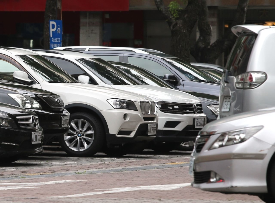 車輛公會建議調降汽車零組件進口關稅,經濟部表示樂見其成,財政部則說由關稅稅率委員會討論。圖/聯合報系資料照片