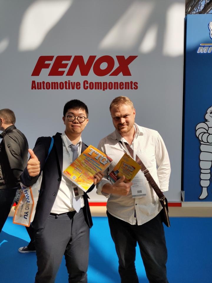 經濟日報中經社現場發行台灣車輛零配件總覽(TTG)、USB電子書,頗受買主歡迎。 黃偉修/攝影
