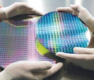 華為加速自主研發手機、AI等晶片,台積電在7、5奈米良率及製程技術領先,看好通吃華為大單。 美聯社