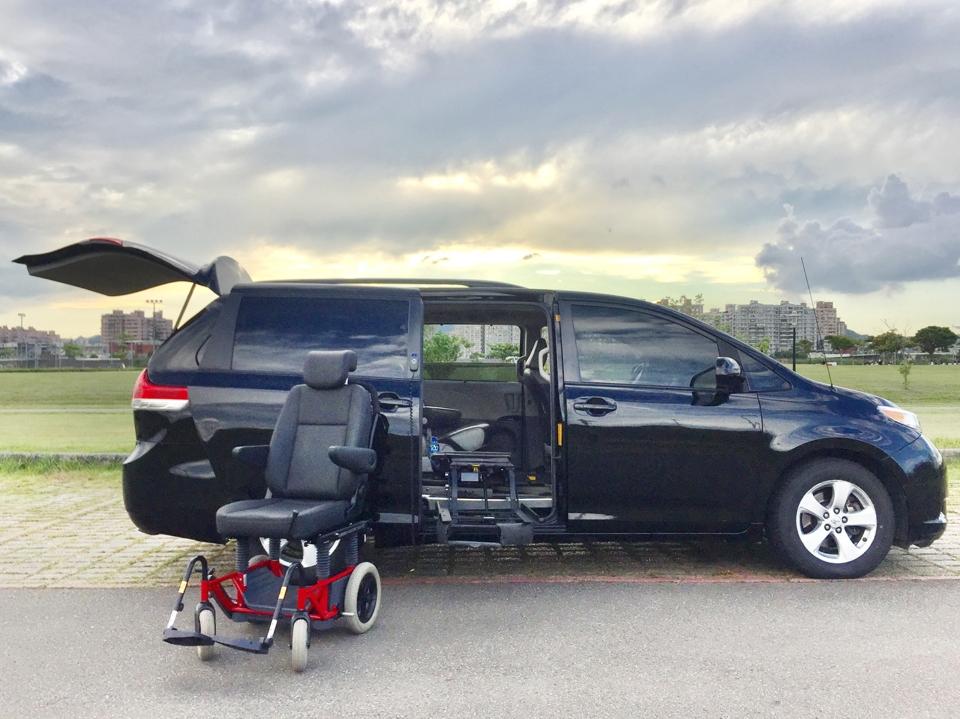台尊企業汽車旋轉福祉椅。台尊企業 / 提供