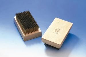 義發研發生產各產業專用刷。 義發加工廠/提供