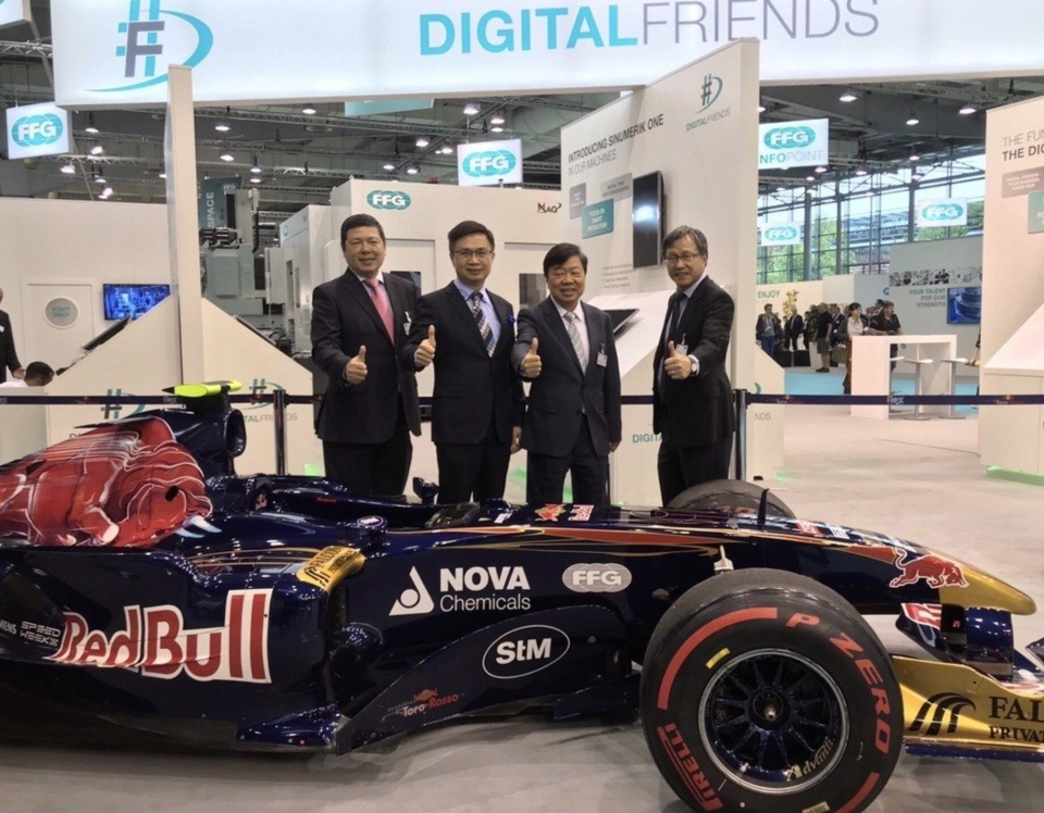 Walter M. S. Yeh Executive Vice President Taiwan External Trade Development Council, James C. F. Huang the Chairman of the Taiwan External Trade Development Council, Jimmy Chu, Chairman of FFG, and ROC representative in Germany Hsieh Chih-wei had a group photo in front of red bull's the Formula One which FFG sponsored. (photo courtesy of Ralph Yang)
