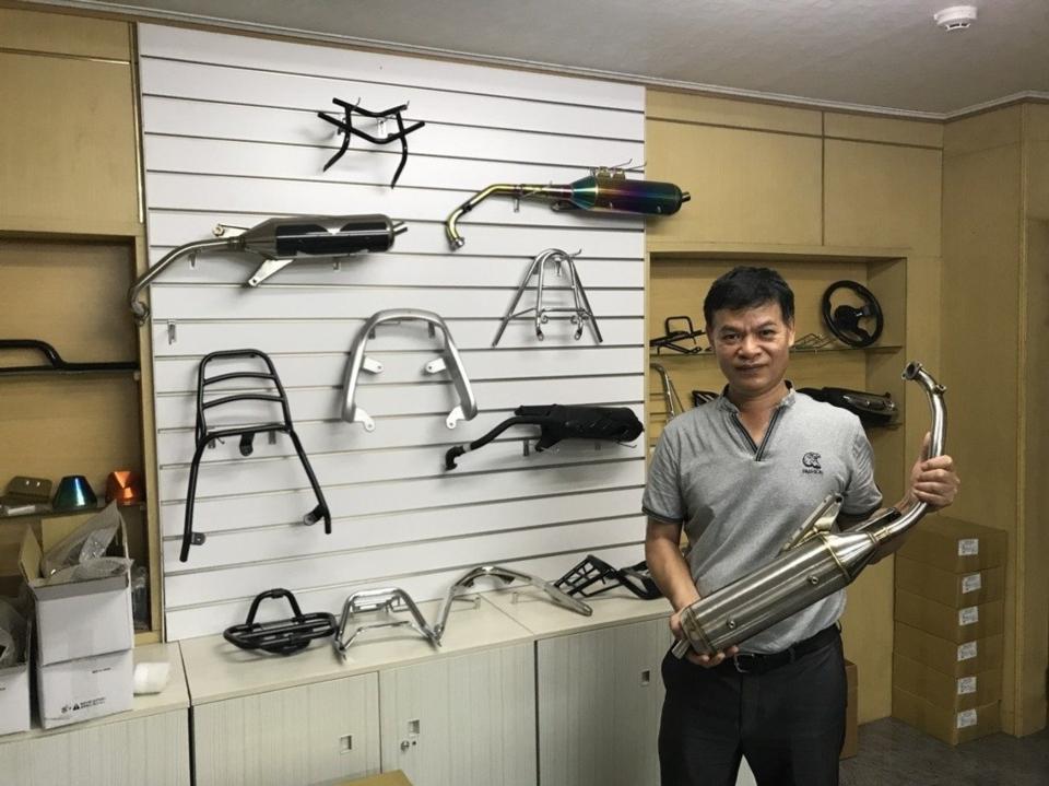 董事长张格华介绍公司产品 蔡耀章/提供